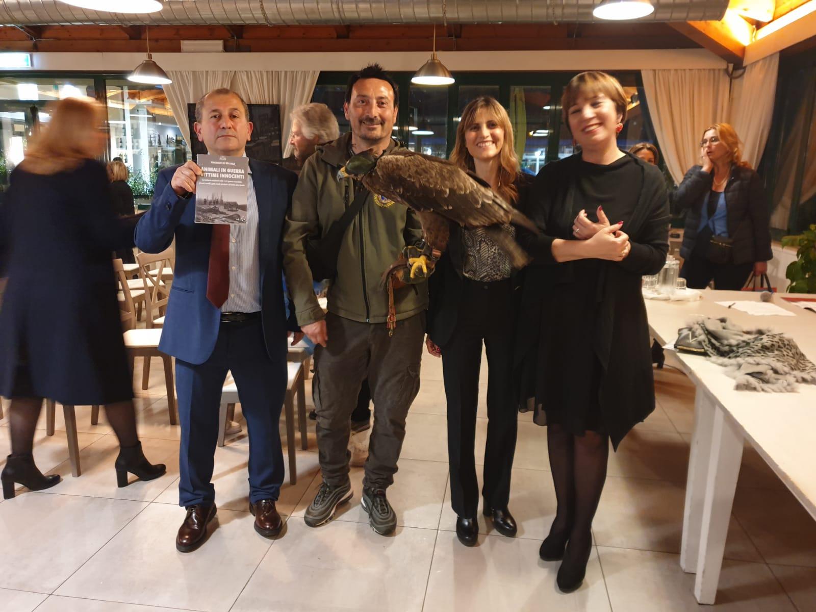 da-sinistra-Vincenzo-Di-Michele-il-falconiere-Maurizio-Alessandrini-Arianna-Pacchiarotti-Laura-Santarelli