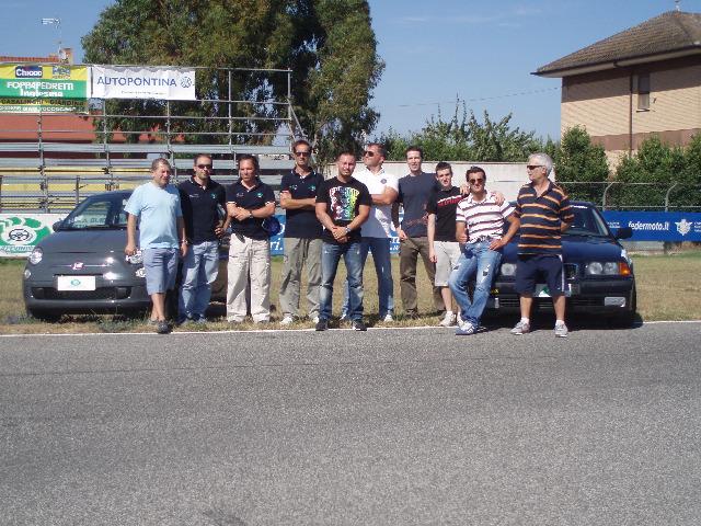 Vincenzo Di Michele  alla pista Sagittario di Latina insieme al Team Istruttori e agli  allievi partecipanti al corso di guida sicura e sportiva   sessione estiva 2011