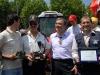 foto-cons-calendino-dott-bedosti-della-same-group-e-vincenzo-di-michele-alla-premiazione-della-sfilata-trattori-depoca