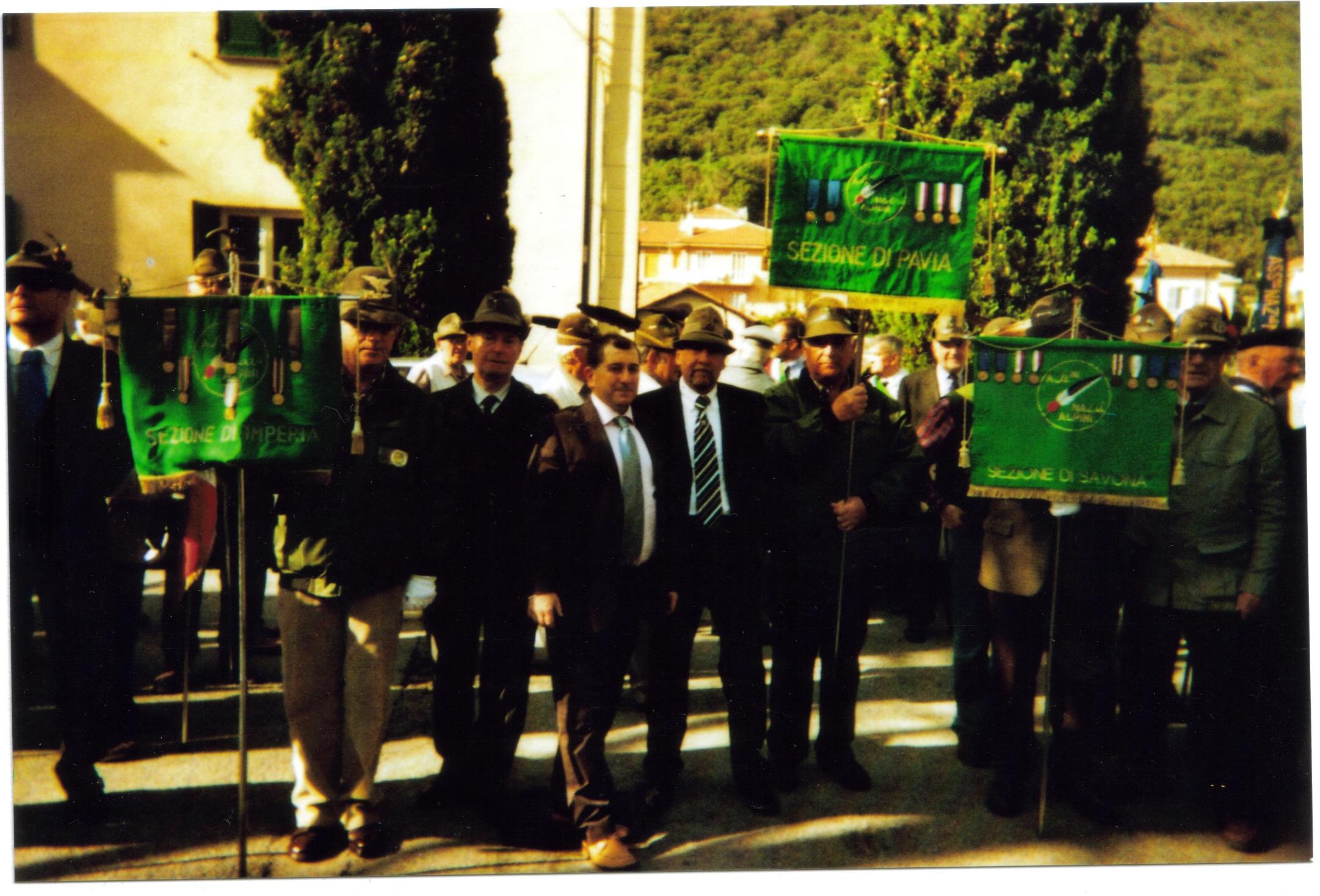 vincenzo-di-michele-a-finale-ligure-quale-vincitore-del-premio-di-cultura-e-vita-alpina-aseegnato-a-vincenzo